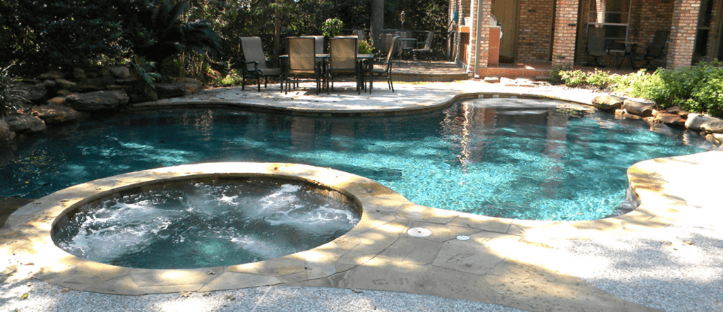 Renovated Outdoor pool and jacuzzi Conroe TX